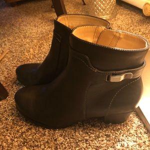 Black size 8W Naturalizer booties.